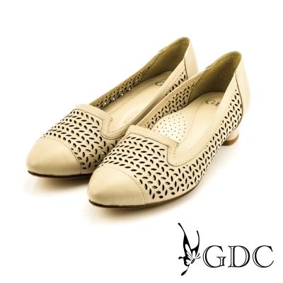 GDC-都會時尚優雅沖孔造型真皮尖頭低跟鞋-可可色