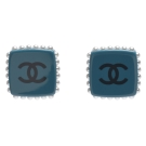 CHANEL 香奈兒方型壓克力珍珠飾邊雙C LOGO穿式耳環(藍)
