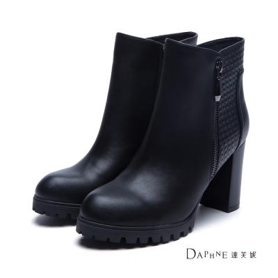 達芙妮DAPHNE-短靴-前高後高立體方塊紋拼接短靴-黑8H