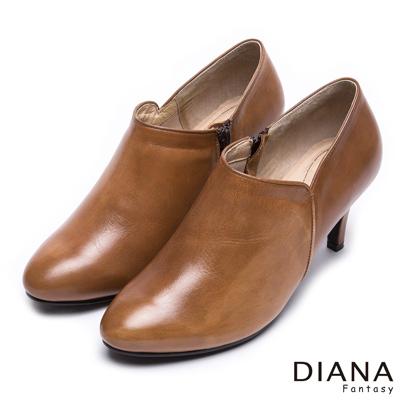 DIANA 漫步雲端LADY款~~ 簡約復古刷色真皮踝靴~棕