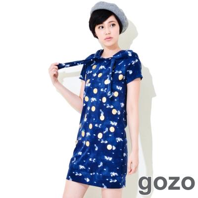 gozo-小魚圓點滿版俏皮洋裝-深藍