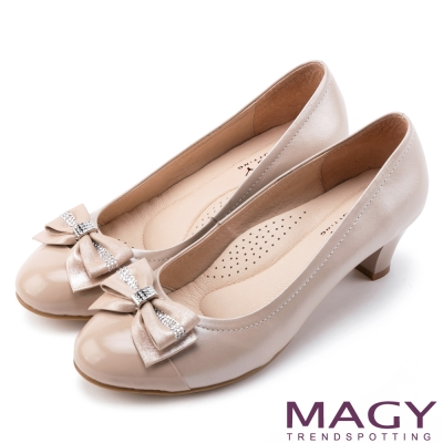MAGY 美女系專屬 鑽飾蝴蝶結雙材質真皮中跟鞋-粉紅