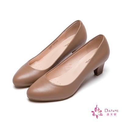 達芙妮DAPHNE-小資女首選真皮霧面木紋粗跟鞋-氣質卡其
