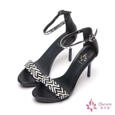 達芙妮DAPHNE-幾何時尚一字帶金屬繫踝防水台高