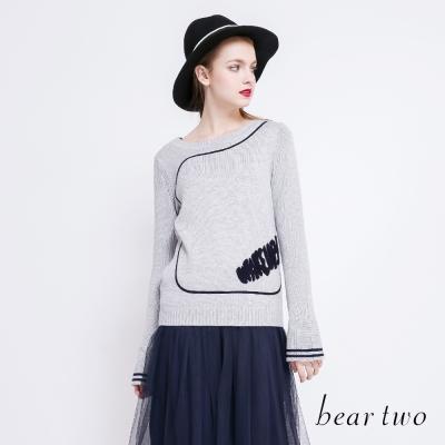 beartwo 立體英文圖樣喇叭袖型針織上衣(二色)