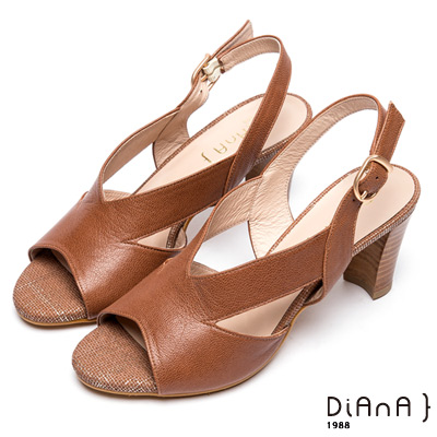 DIANA 日系定番--原色寬版V字剪裁粗跟涼鞋 --棕