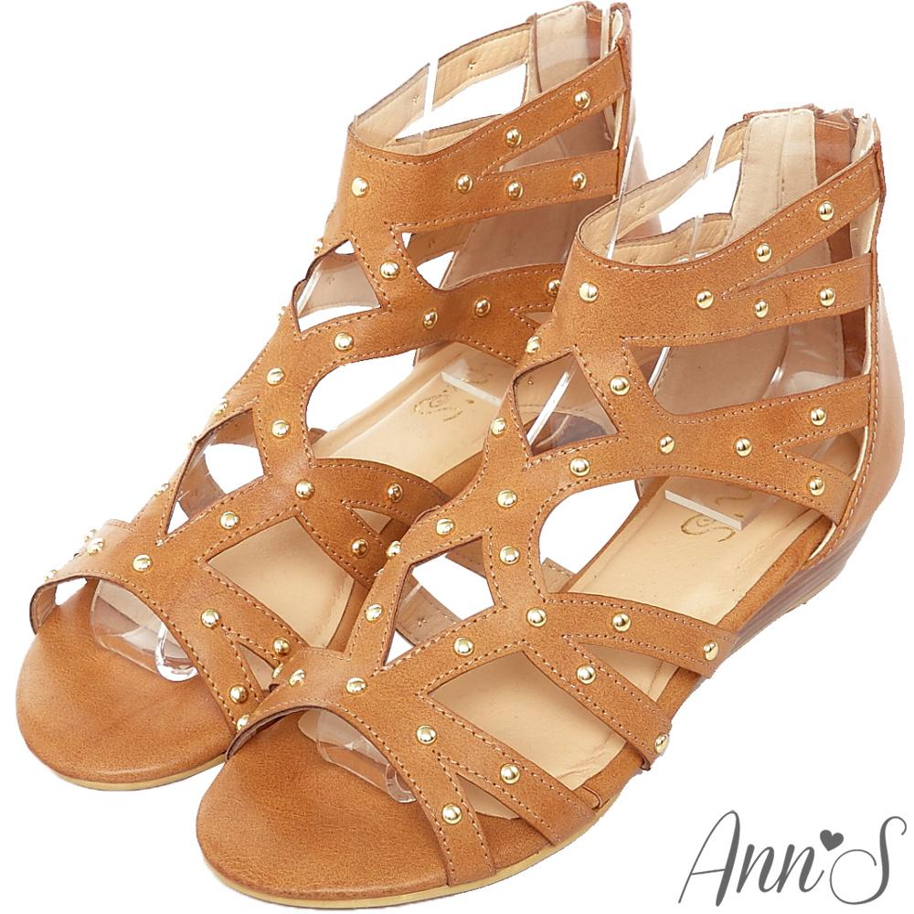 Ann'S流行樣貌-金色鉚釘簍空羅馬小坡跟涼鞋-棕