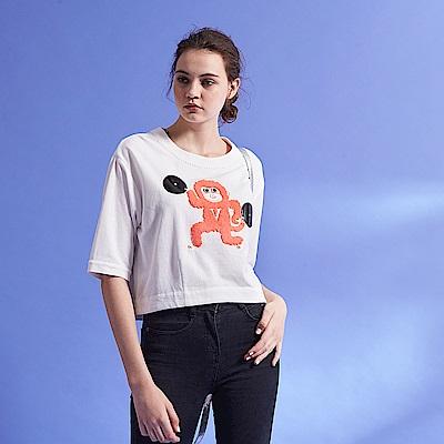 ICHE 衣哲 時尚Q版毛猴圖案棉質五分袖短版造型上衣-白
