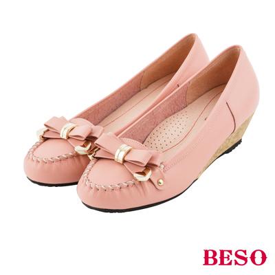 BESO 甜美俏麗 蝴蝶結金屬飾釦全真皮楔型鞋~粉紅
