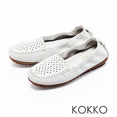 KOKKO -舒適彈力鏤空雕花牛皮休閒平底鞋- 椰奶白
