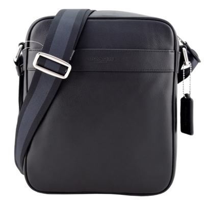 COACH LOGO 新款壓印素面皮革斜背包(黑)