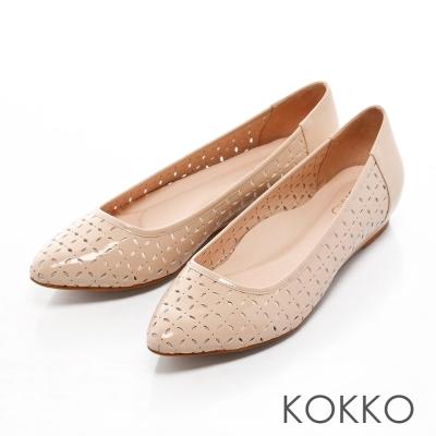 KOKKO經典手工尖頭雕花真皮舒壓平底鞋膚