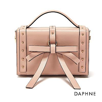 達芙妮DAPHNE-蝴蝶結綴飾鉚釘立體箱型包-粉