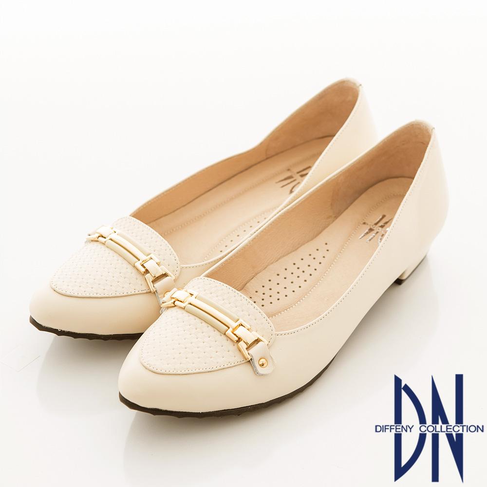 DN 輕熟魅力 全真皮素面金條飾扣尖頭低跟鞋 米白