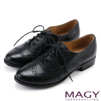 MAGY 英倫學院風   蠟感牛皮雕花牛津鞋-黑色