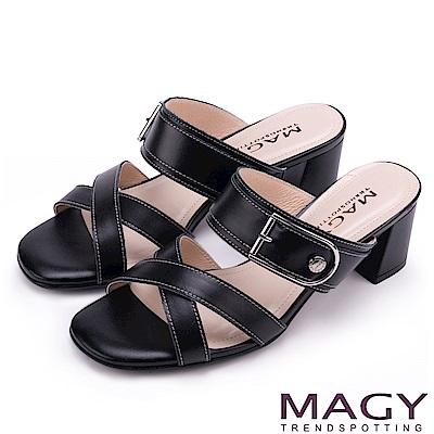 MAGY 時尚穿搭必備款 真皮交叉釦環粗跟涼拖鞋-黑色