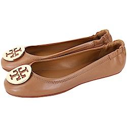 TORY BURCH Minnie Travel 圓弧金屬盾牌飾折疊平底鞋(棕色)
