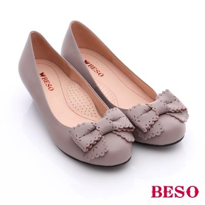 BESO-簡約知性-真皮雕花蝴蝶結窩心低跟鞋-灰