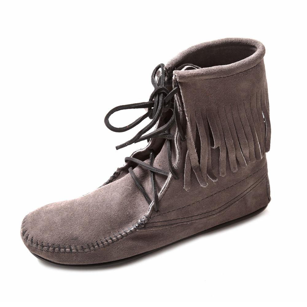 MINNETONKA-TRAMPER ANKLE經典綁帶流蘇短靴-灰色