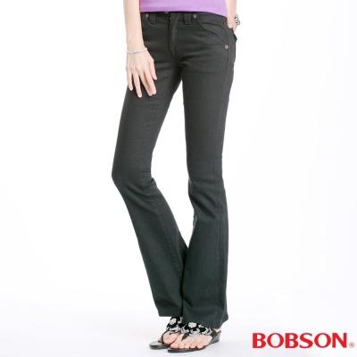 【BOBSON】女款磨破貼口袋伸縮喇叭褲(黑88)