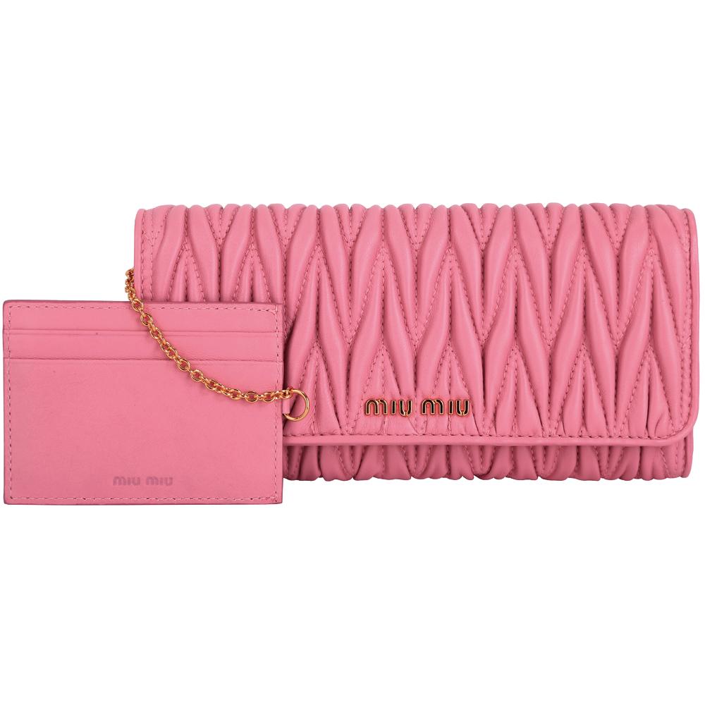miu miu Matelasse 粉色小羊皮抓皺釦式長夾-附可拆式證夾(展示品)