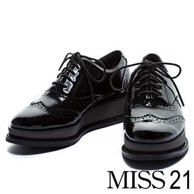 牛津鞋MISS-21英式風尚雕花綁帶牛漆皮厚底牛津鞋-黑