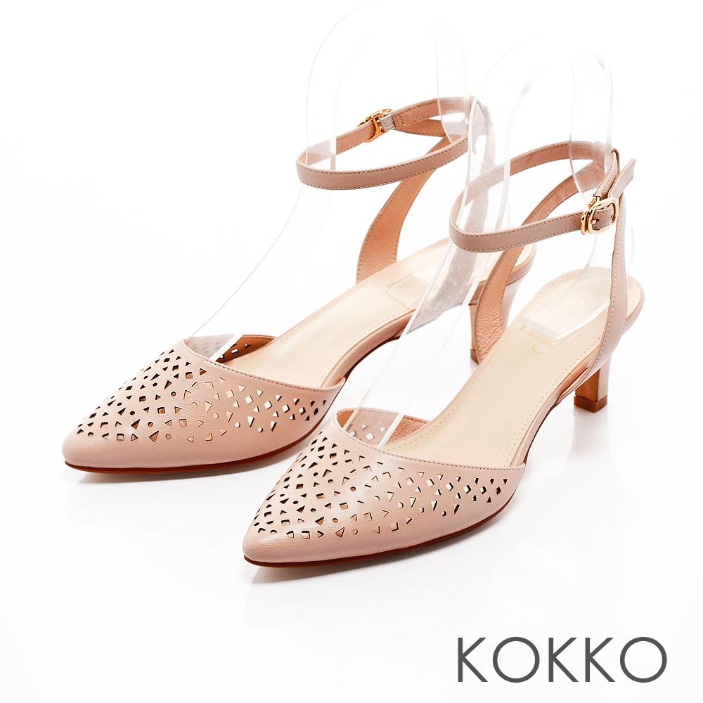 KOKKO-雅緻尖頭縷空雕花繫帶高跟鞋-粉色