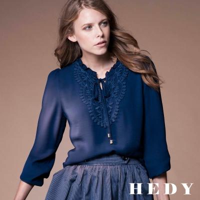 Hedy赫蒂 刺繡蕾絲領綁帶雪紡上衣(共兩色)