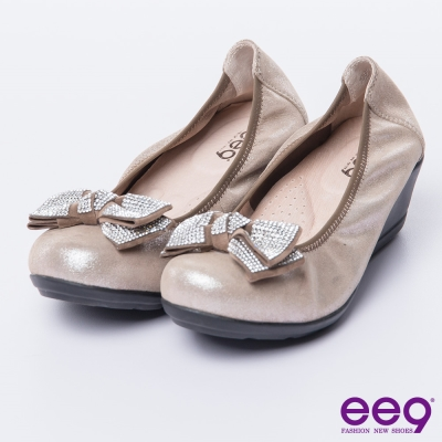 ee9 芯滿益足~璀璨低調奢華晶鑽蝴蝶結微坡跟娃娃鞋*卡其