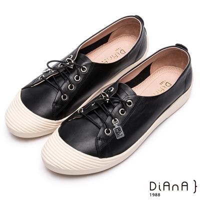 DIANA 漫步雲端焦糖美人款--免綁帶超柔軟真皮休閒鞋 –黑