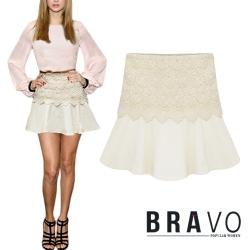 勾花蕾絲鬆緊腰圍荷葉擺短裙 共二色 Bravo