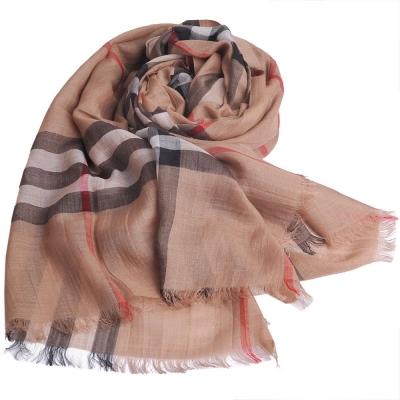 BURBERRY 經典大格紋羊毛絲綢披肩/圍巾(駝色)