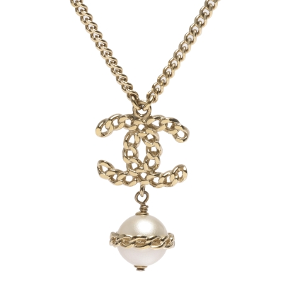 CHANEL 香奈兒經典簍空雙C LOGO珍珠吊飾項鍊(金)