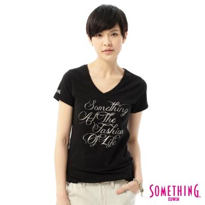 SOMETHING-立體印花V領T恤-女-黑色