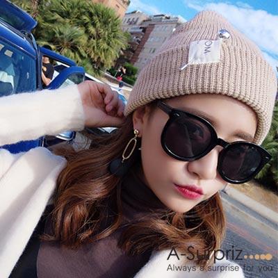 A-Surpriz-時尚素色銀球針徽章毛線帽-卡其