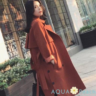 西裝翻領雙排釦附腰帶風衣外套-橘紅色-AQUA-P