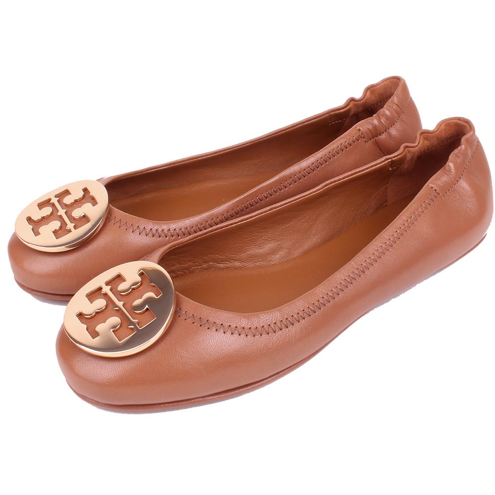 TORY BURCH 金屬盾牌飾折疊平底鞋(焦糖棕)