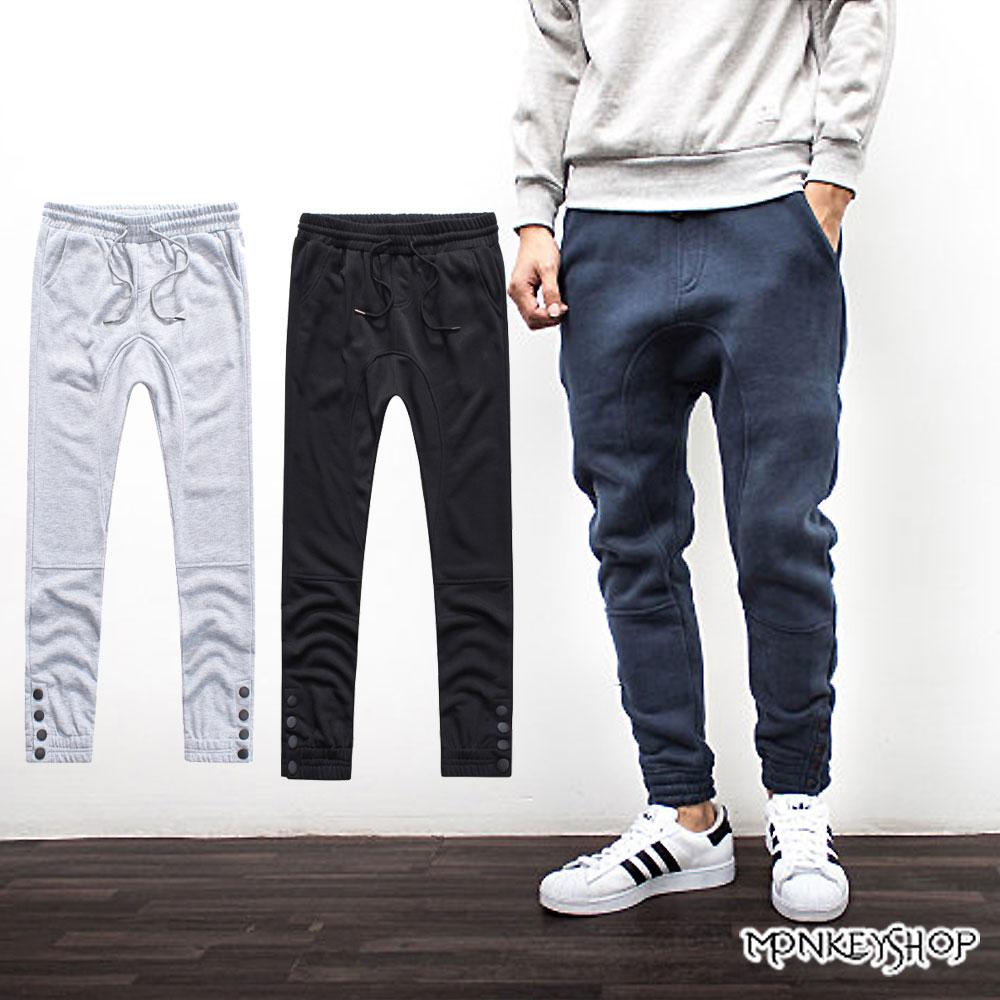 小猴子的賣場 抽繩設計褲管四排扣造型休閒棉質長褲-3色