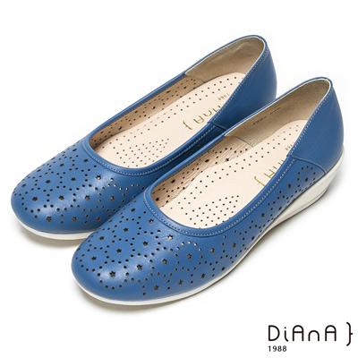 DIANA 百搭原色--俏麗星星鏤空真皮楔型鞋-藍