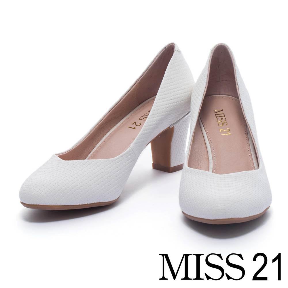 跟鞋 MISS 21 經典細緻素面壓紋尖頭高跟鞋-白
