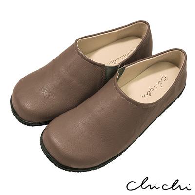 Chichi 舒適首選 素面側邊鬆緊休閒鞋*卡其色
