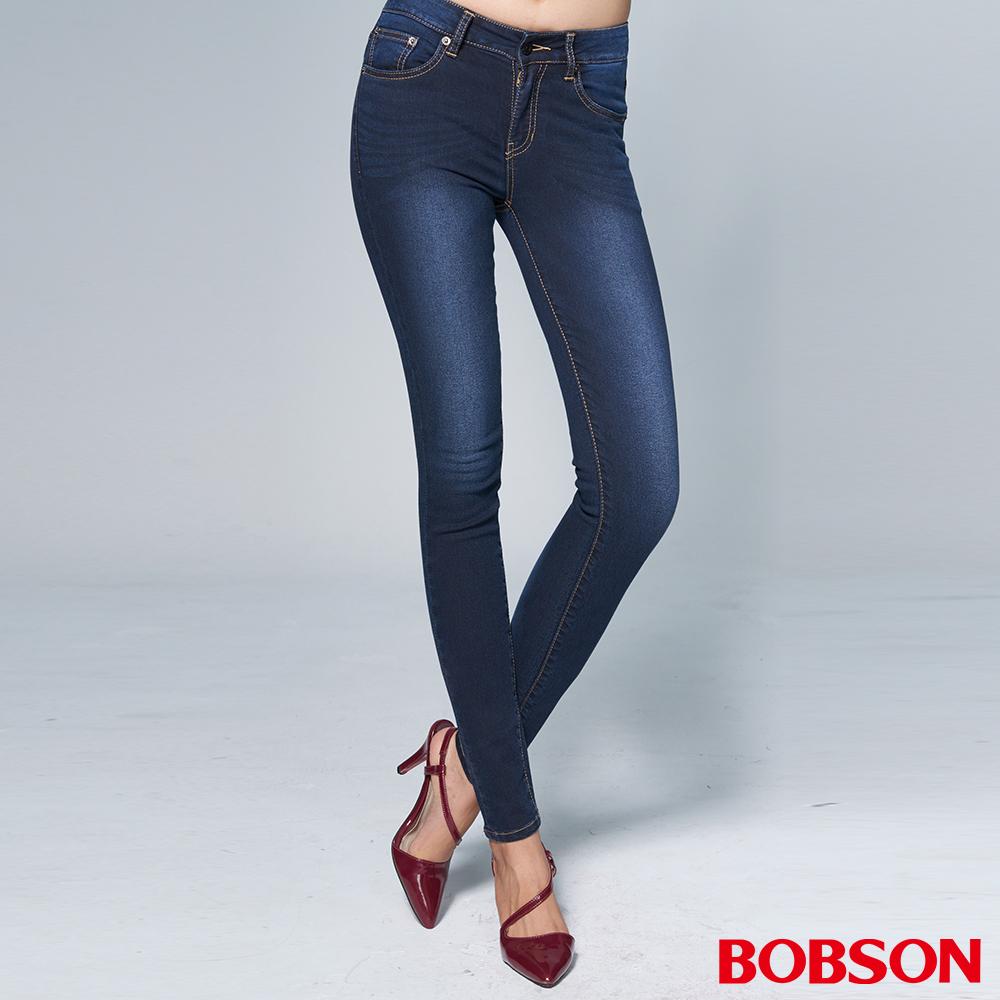 BOBSON 女款日本黑標提臀深藍窄管褲