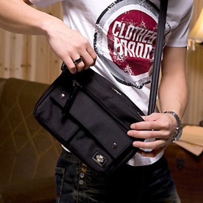 Kernel-機能性雙口袋帆布側背包-黑