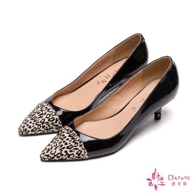 達芙妮DAPHNE-狂野時尚豹紋拼接尖頭鞋-奔放黑