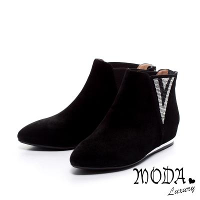 MODA-Luxury-V型排鑽造型羊麂皮內增高短靴-黑