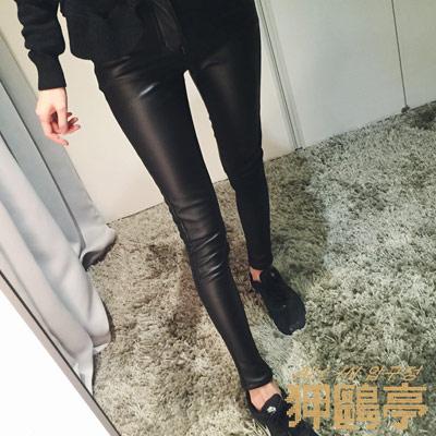正韓 光暈皮質感窄管長褲 (黑色)-ALL IN 狎鷗亭