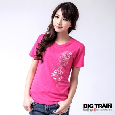 BIG TRAIN 蝶舞牡丹V領TEE-女-桃紅