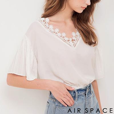 AIR SPACE 緹花蕾絲領荷葉袖縮腰上衣(白)