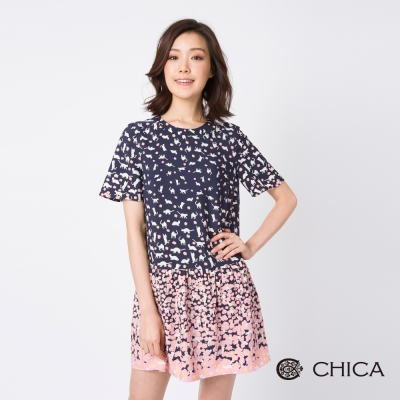 CHICA 秋藝共舞滿版碎花圖騰荷葉裙襬設計洋裝(2色)