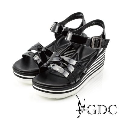 GDC-漆皮亮面星空羅馬楔型涼鞋-黑色